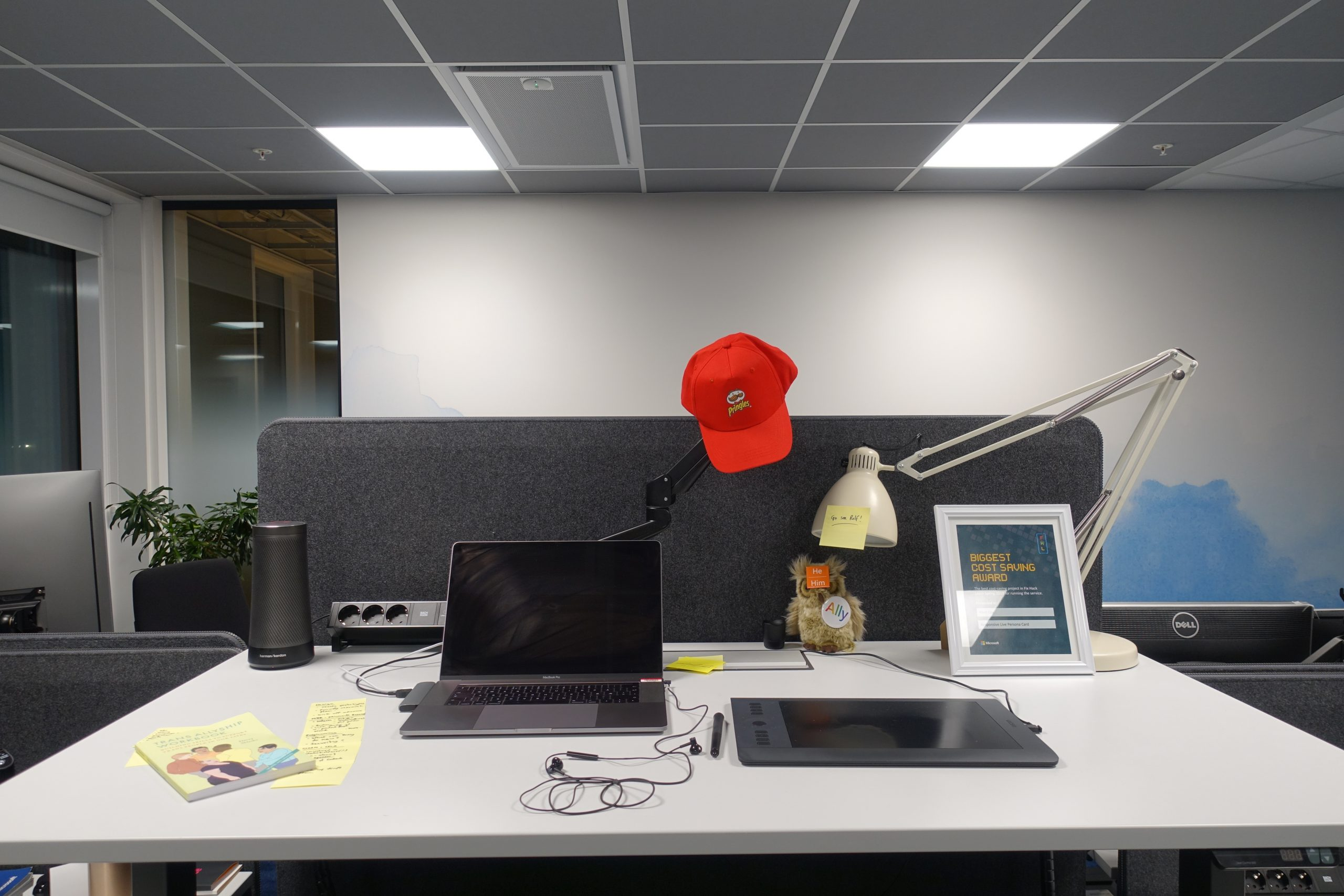 A picture of an office desk